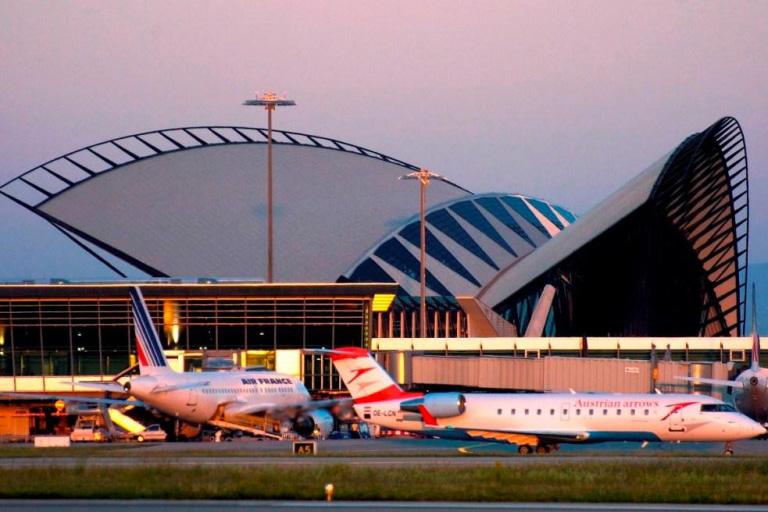 Transfert privé depuis les aéroports de Chambéry, Grenoble, Lyon et Genève.